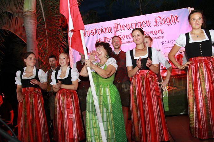 การแสดงศิลปวัฒนธรรมของชาวออสเตรีย อาทิ การเดินขบวนด้วยชุดประจำชาติ การเล่นเครื่องเล่นดนตรีหลากหลาย สไตล์ยุโรป รวมไปถึงการเต้นรำเข้าจังหวะเพลงกันอย่างสนุกสนาน