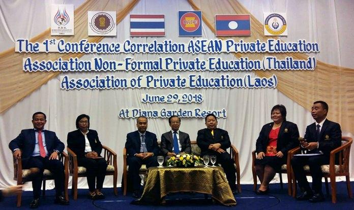 """นายวันไซ นอระแสง ที่ปรึกษาทูต ด้านการศึกษาและวัฒนธรรม สปป.ลาว ประจำประเทศไทย เป็นประธานในพิธีเปิดประชุม- เสวนา ในหัวข้อ """" ความร่วมมือการศึกษาภาคเอกชน ไทย – สปป.ลาว"""