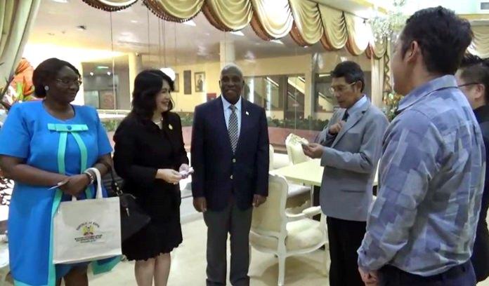 นายสุขวัฒน์ สุขสวัสดิ์ รองนายกเมืองพัทยา ดร.ภคมน วงศ์ใหญ่ นายกสมาคมโรงแรมไทยภาคตะวันออก และส่วนเกี่ยวข้อง ร่วมให้การต้อนรับ เอกอัครราชทูตเคนย่าประจำประเทศไทย นำโดย ฯพณฯท่าน แพทริค เอส วาโมโต้
