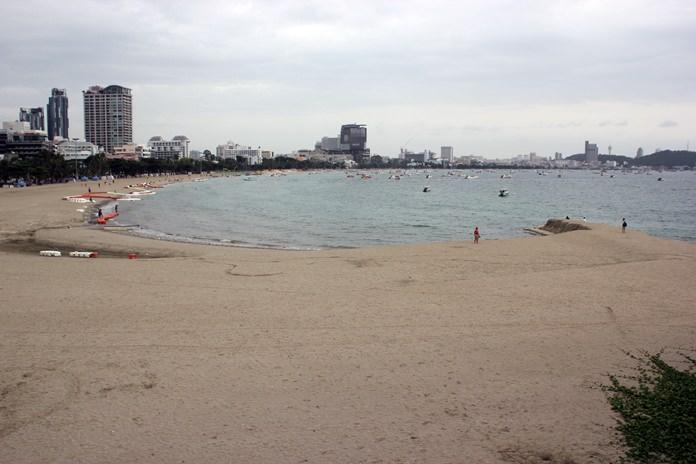 ปัจจุบันการเสริมทรายชายหาดพัทยาได้เริ่มตั้งแต่โรงโรงแรมดุสิตธานียาวมาจนถึงชายหาดพัทยาซอย4 แล้วคาดน่าจะแล้วเสร็จตามกำหนดปลายปีนี้!