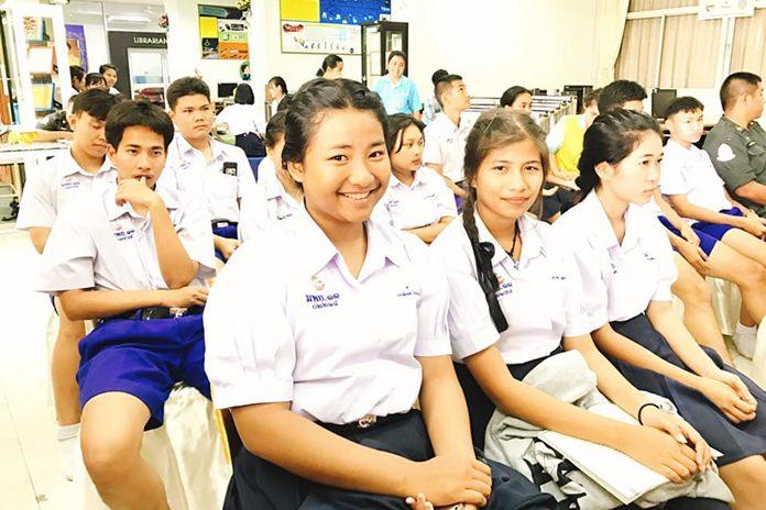 โรงเรียนเมืองพัทยา 11 เป็นโรงเรียนในสังกัดเมืองพัทยา โรงเรียนเดียว ที่มีชั้นมัธยมศึกษาตอนปลาย   หากไม่นับรวมโรงเรียนโพธิสัมพันธ์พิทยาคาร และโรงเรียนบางละมุง