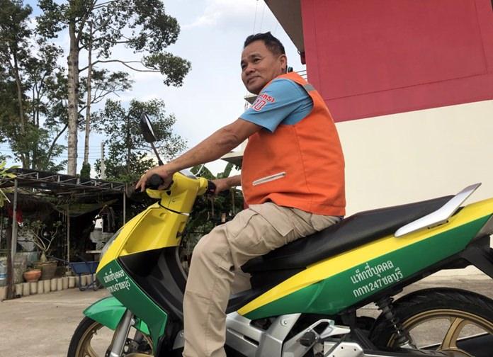 ความคิดเจ๋ง! หนุ่มวิน จยย.คิวบ่อนไก่ ซอย 1 กรมที่ดิน ซ.4 พัทยาใต้ ปิ๊งไอเดียเปลี่ยนสีรถเป็นเขียว-เหลือง เลียนแบบแท็กซี่ส่วนบุคคล คันแรกของประเทศไทย