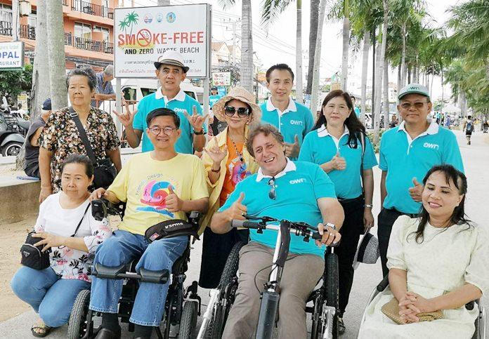 มูลนิธิอารยสถาปัตย์ฯ  เข้าเยี่ยมชมทางลาดคนพิการชายหาดจอมเทียน ที่ช่วยให้ผู้พิการชาวไทยและต่างชาติ ที่อาศัยในย่านจอมเทียน สามารถช่วยเหลือตัวเองได้มากขึ้น สำหรับการไปพักผ่อน