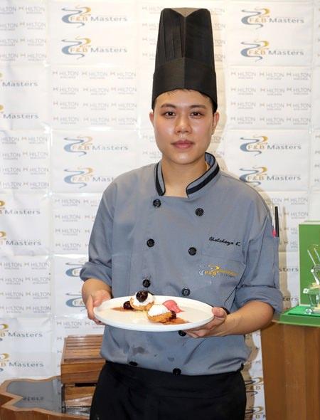 คุณชัชญา แก้วกาญนาลัย ตำแหน่งผู้ช่วยเชฟ จากครัวเบเกอรี่ ชนะเลิศประเภทการแข่งขันทำขนม