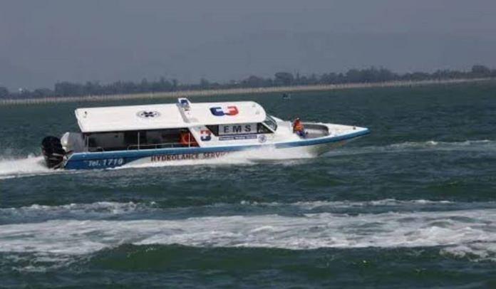 เรือเร็ว สำหรับเคลื่อนย้ายผู้ป่วยไปยังฝั่ง เข้ารักษาต่อที่ศูนย์ใหญ่ รพ.กรุงเทพพัทยา