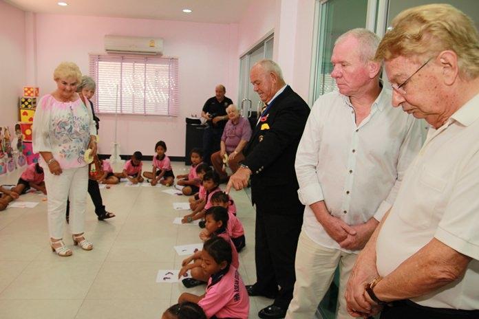 บรรดาผู้ให้การสนับสนุน เข้าศึกษาดูงานด้านการเรียนการสอนของเด็กข้ามชาติ