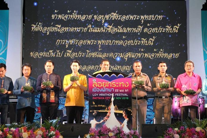 นายสนธยา คุณปลื้ม นายกเมืองพัทยา เป็นประธานพิธีเปิดงานประเพณีลอยกระทงเมืองพัทยา ประจำปี 2561 เพื่อสืบสานประเพณีวัฒนธรรมไทย โดยมีคณะรองนายกเมืองพัทยา คณะผู้บริหาร หัวหน้าส่วนราชการ ตัวแทนภาคธุรกิจและการท่องเที่ยวเมืองพัทยา สภาวัฒนธรรมเมืองพัทยา และแขกผู้มีเกียรติเข้าร่วมพิธีเปิด ที่ ลานกิจกรรมชายหาดพัทยากลาง