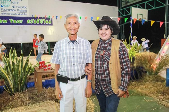 นายสัมพันธ์ อัครพงษ์พานิช รองประธานมูลนิธิ HHN เพื่อเด็กไทย กล่าวอวยพรปีใหม่ให้พนักงาน