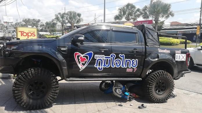 รถหาเสียงพรรคภูมิใจไทย ชลบุรี ชนรถจักรยานยนต์ บาดเจ็บเล็กน้อย