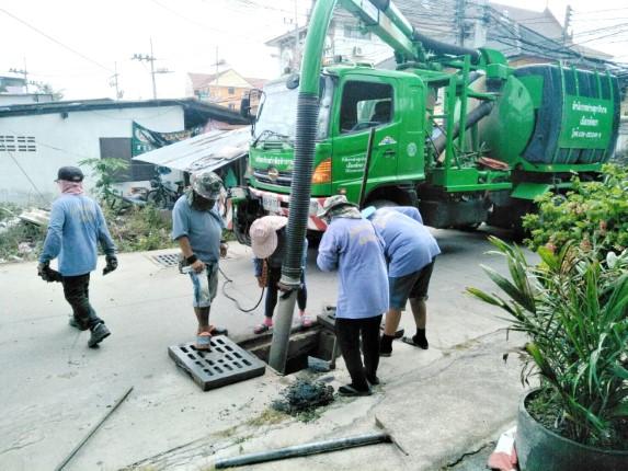 สำนักการช่างสุขาภิบาล เมืองพัทยา ลอกท่อถนนภายในซอยกอไผ่ 11 ตามที่ชาวบ้านร้องเรียน
