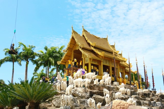สวนนงนุชพัทยา อัญเชิญพระพุทธรูปเก่าแก่หลายร้อยปี  ให้นักท่องเที่ยวสักการะขอพรช่วงสงกรานต์