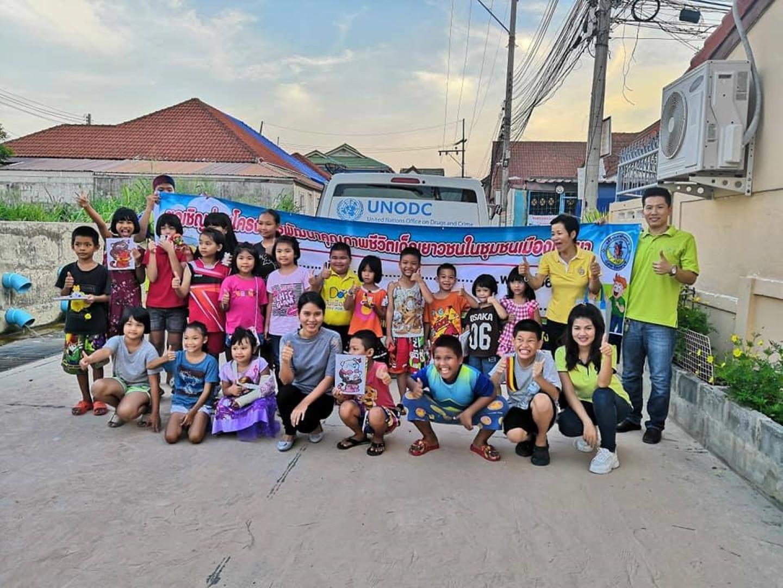สำนักพัฒนาสังคมเมืองพัทยา ร่วมกับรถโมบาย MTU มูลนิธิ HHN เพื่อเด็กไทยให้ความรู้เด็กๆที่ชุมชนมาบประดู่