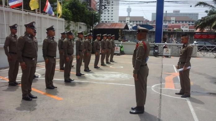 ผู้ตรวจการสำนักงานตำรวจตรวจคนเข้าเมือง เข้าตรวจงาน ตม.ชลบุรี
