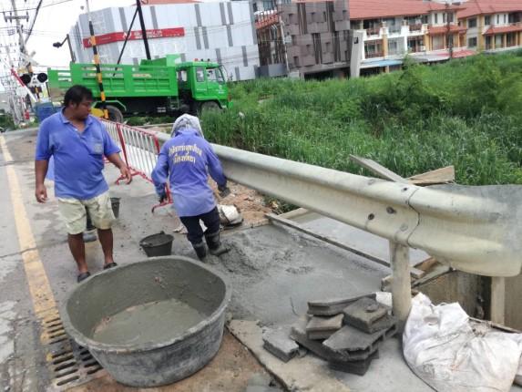 เมืองพัทยา ทำแนวกั้นทรายกันการกัดเซาะของกระแสน้ำ ช่วงถนนเลียบทางรถไฟ หนองกระบอก