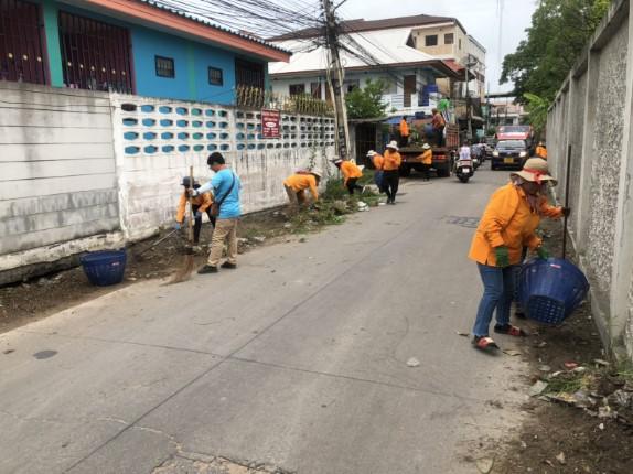เมืองพัทยาร่วมพลังชุมชนซอยกอไผ่ เก็บขยะ ตัดถางหญ้า ปรับภูมิทัศน์ภายในซอยเวียงจันทร์
