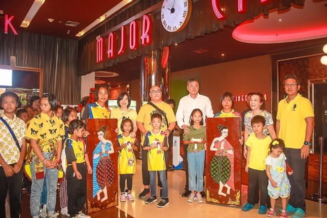 เจ้าของโรงละครไทยอลังการ นำเด็กด้อยโอกาสมูลนิธิต่างๆในพัทยา ชมภาพยนตร์ไลออนคิง
