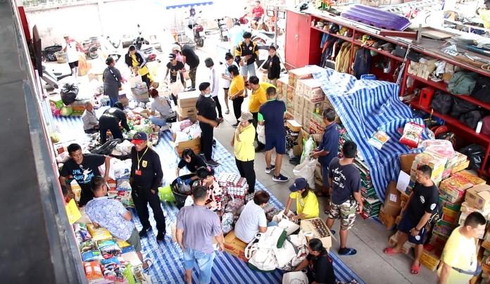 เทศบาลเมืองหนองปรือ  ร่วมกับจิตอาสาและประชาชนแพ็คถุงยังชีพ เตรียมนำไปมอบให้กับผู้ประสบอุทกภัยร้อยเอ็ด