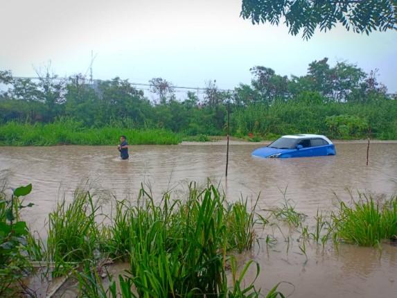 พิษพายุฝนกระหน่ำต่อเนื่อง ส่งผลเมืองพัทยาเกิดน้ำท่วมขังหลายแห่ง