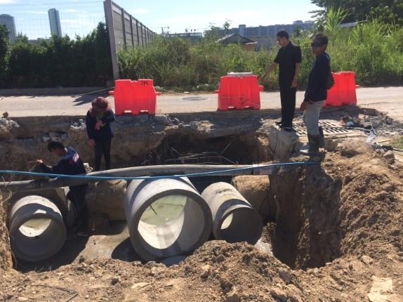 ตรวจสอบความคืบหน้า โครงการก่อสร้างผิวจราจร พร้อมท่อระบาย ถนนเทพประสิทธิ์