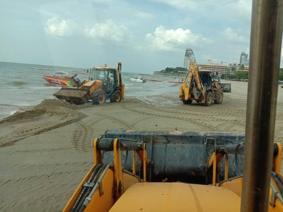 เมืองพัทยาเดินหน้า ปรับคืนชายหาดและซ่อมบำรุงถนน ทางเท้า ไฟประดับ