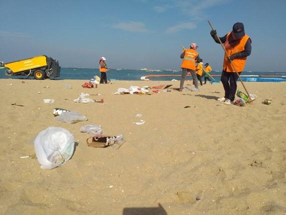 สำนักสิ่งแวดล้อมเมืองพัทยา เก็บกระทงชายหาด หลังเสร็จงานประเพณีลอยกระทง