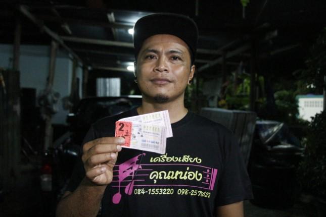 หนุ่มบุรีรัมย์ดวงเฮง ถูกรางวัลที่ 1 รวย 12 ล้าน เผยเลขเด็ดจาก พ.ศ.เกิด