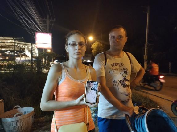 ครอบครัวชาวรัสเซีย ถูกโจรกระชากสร้อยมูลค่าครึ่งแสนหนีลอยนวล