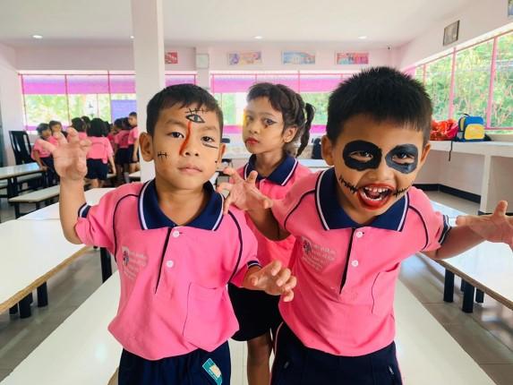 ศูนย์การเรียนรู้อาเซียน มูลนิธิ HHN เพื่อเด็กไทย ทำกิจกรรมในวันฮาโลวีน
