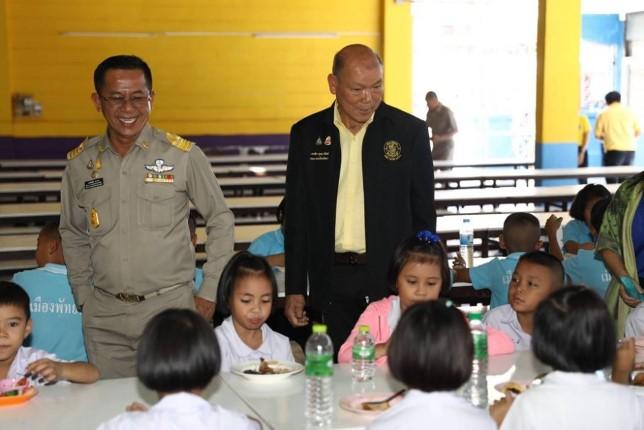 รองนายกเมืองพัทยา ลงตรวจโรงอาหารโรงเรียนเมืองพัทยา 8 ตามโครงการอาหารกลางวัน
