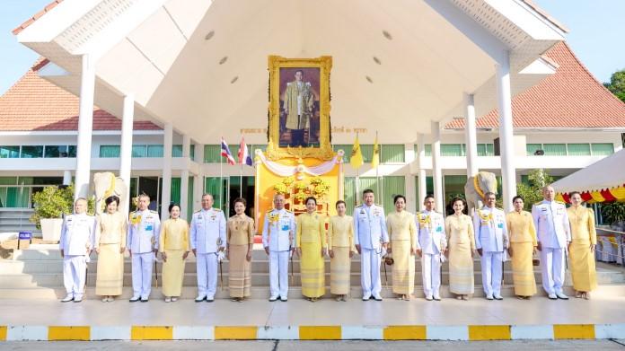 กองทัพเรือ ทำบุญตักบาตรพระสงฆ์ 89 รูป ถวายเป็นพระราชกุศล วันพระบรมราชสมภพ ร.๙