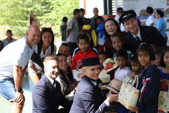 นักบินและลูกเรือสายการบินลุฟท์ฮันซ่า เยี่ยมชมโครงการเกษตรในฟาร์มปศุสัตว์ บ้านเอื้ออารี