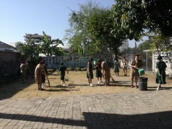 ชุมชนชุมสาย-โรงเรียนอรุโณทัย ทำความสะอาดชุมชน ถวายเป็นพระราชกุศลฯ