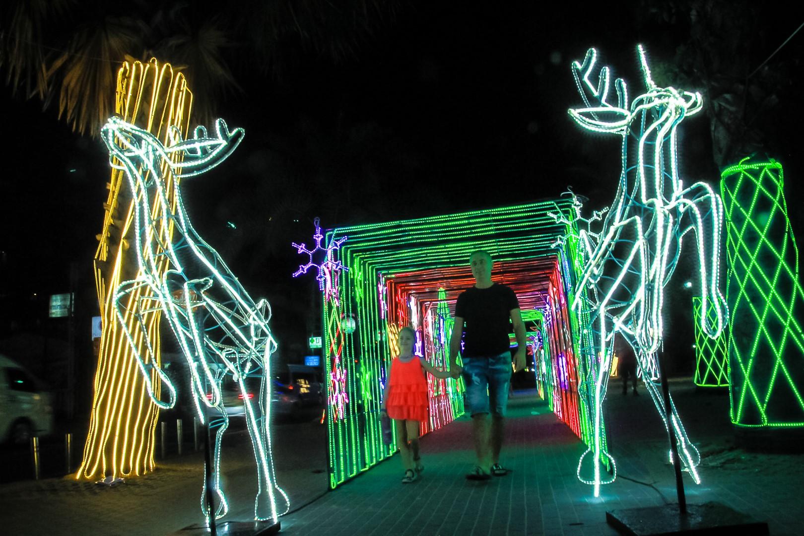 เทศกาลแห่งความสุข เมืองพัทยาจัดซุ้มประตูไฟและแสงสี ตลอดแนวชายหาดพัทยา