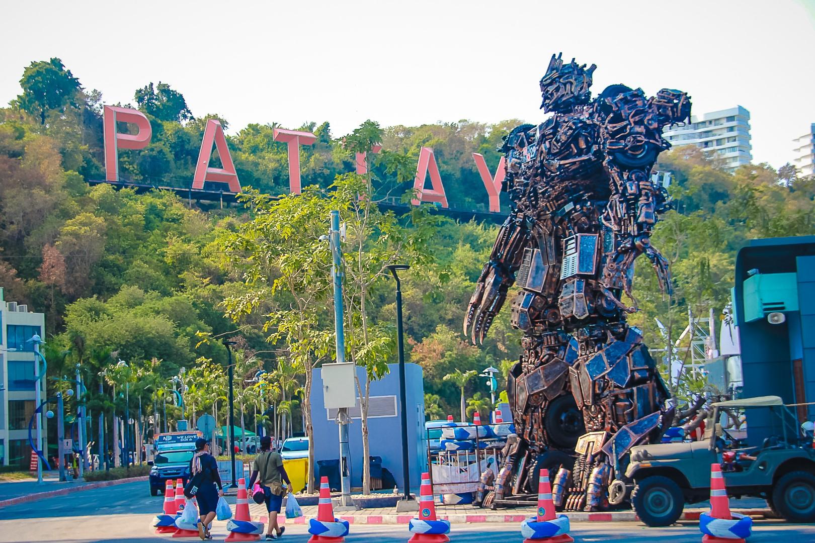 ทรานฟอร์เมอร์  บุกแหลมบาลีฮาย ร่วมนับเวลาถอยหลังงาน Pattaya Countdown 2020