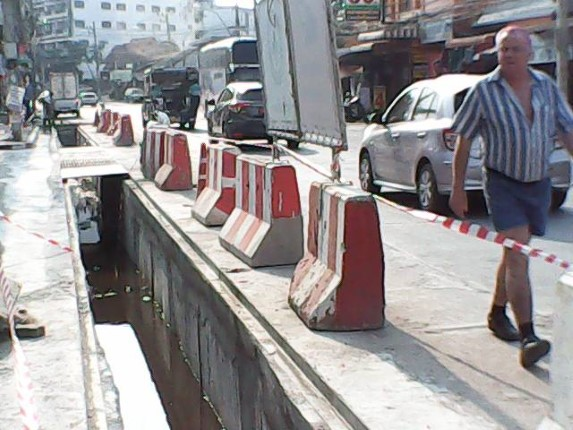 เมืองพัทยาคืนพื้นที่ถนน โครงการวางท่อระบายน้ำถนนนาเกลือ เพื่อการจราจรสะดวกมากขึ้น