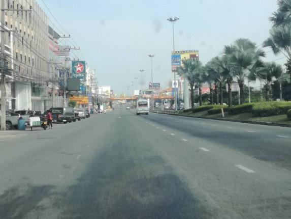 ถนนสุขุมวิทฝั่งขาเข้าพัทยาโล่ง คาด ปชช.เดินทางกลับภูมิลำเนา เส้นทางออก 331 ติดยาว