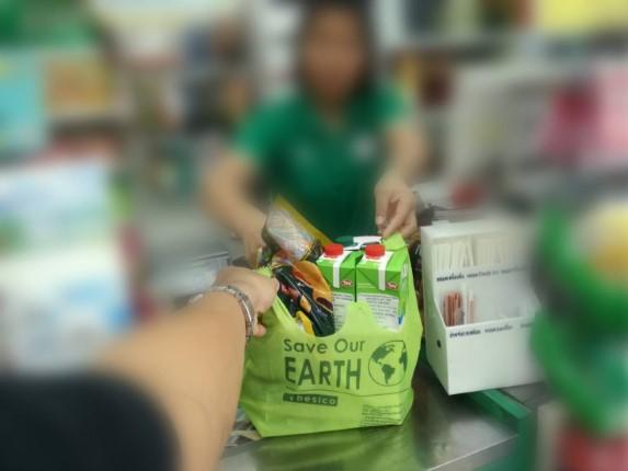 รณรงค์การงดใช้ถุงพลาสติกใส่สินค้าช่วงแรก ปชช-นทท. ยังไม่คุ้นเคย