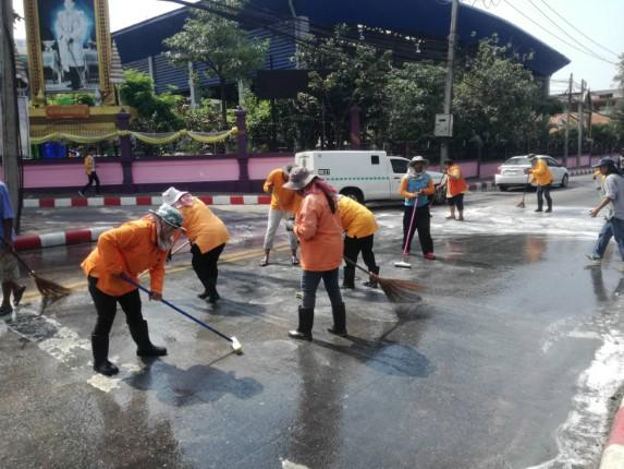 สำนักการช่างฯ เมืองพัทยา ล้างคราบไขมันบนถนนปากทางถนนสุขุมวิทสว่างฟ้า-นาเกลือ ที่ชาวบ้านร้องเรียน