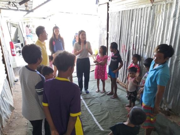 ศูนย์การเรียนรู้อาเซียน ปิดการดำเนินกิจกรรมชั่วคราว แต่จัดส่งรถโมบายลงพื้นที่สอนเด็กตามแคมป์คนงาน