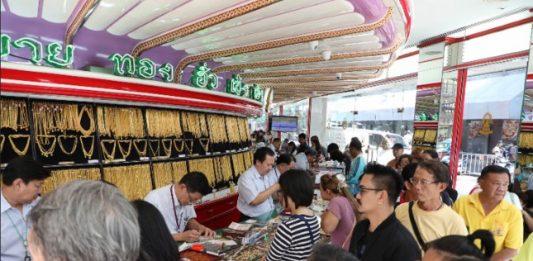 ประชาชนแห่ขายทองคำคึกคัก หลังราคาพุ่งขึ้นต่อเนื่อง ตุนเงินสดไว้จับจ่ายใช้สอย