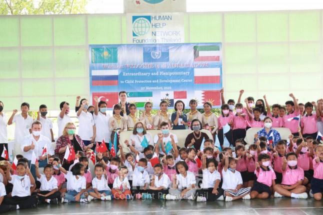 เอกอัครราชทูตจาก 8 ประเทศ และ UN เยี่ยมชมการทำงานของมูลนิธิ HHN เพื่อเด็กไทย